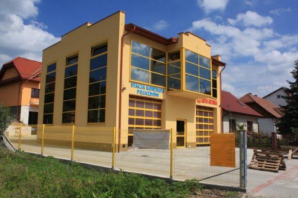 Budynek stacji diagnostycznej z myjną automatyczną w Limanowej