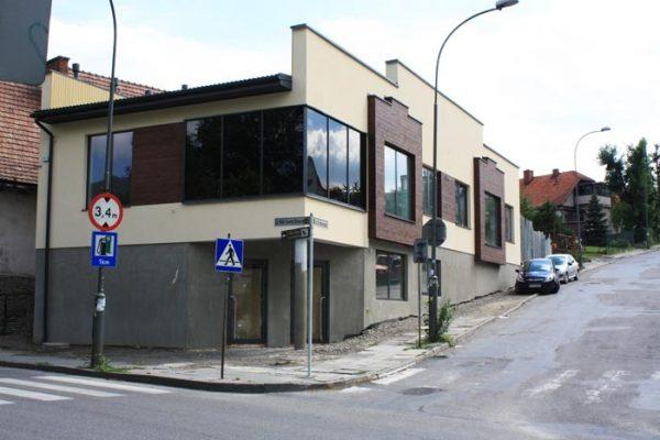 Budynek usługowy w Limanowej PLASTUŚ
